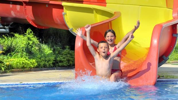 Kinderen zwemmen